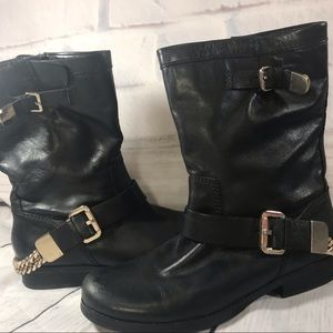 Guess chunky gold buckle chain leather boots